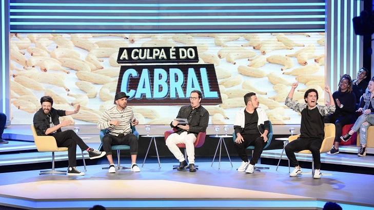 Elenco de A Culpa é do Cabral no palco