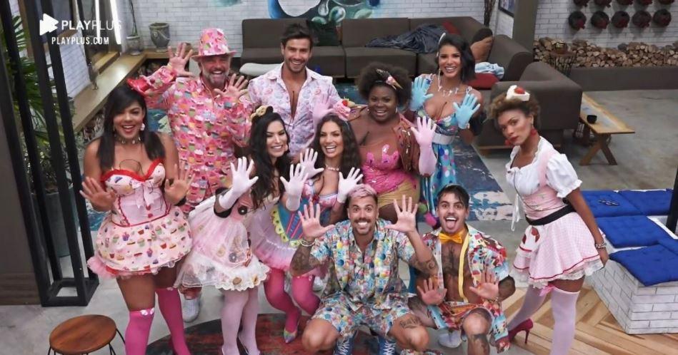 A Fazenda 2020: Festa tem clima de paz, Mariano abalado com Mirella e strip-tease de Lipe
