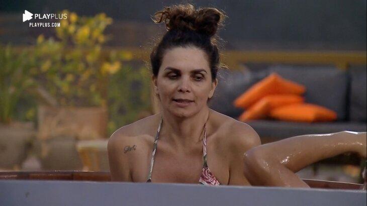 Luiza Ambiel aparece dentro do ofurô de A Fazenda 2020