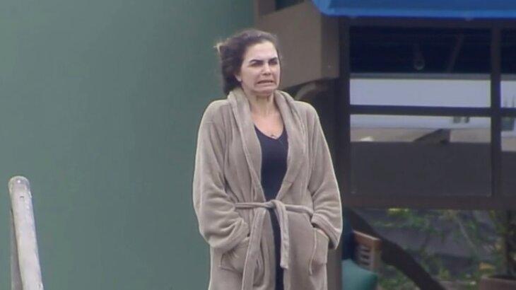 Luiza Ambiel se assusta com cena em A Fazenda 2020