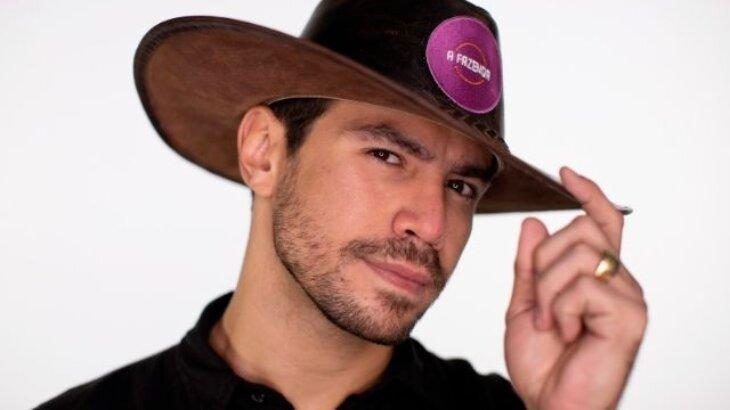 Mariano com chapéu de fazendeiro