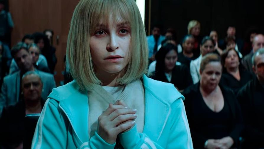 Carla Diaz como Suzane von Richthofen no tribunal