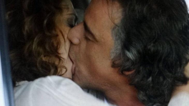 Cena de A Vida da Gente com Marcos e Dora se beijando