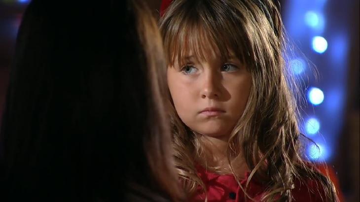 Cena de A Vida da Gente com Julia com cara de choro
