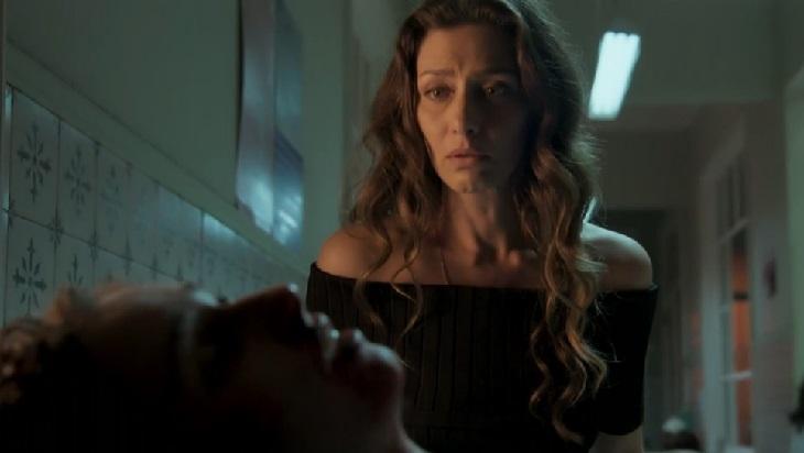 Maria Fernanda Cândido e Carol Dantas em cena da novela A Força do Querer, em reprise na Globo