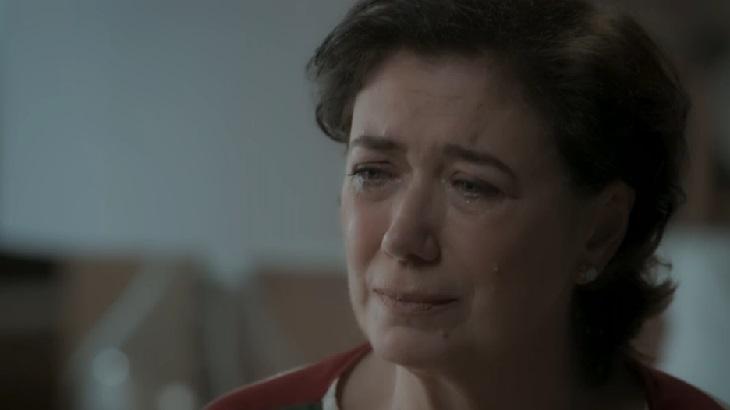 """A Força do Querer: Silvana torra dinheiro de Bibi edesperta fúriada perigosa: \""""Viciada\"""""""