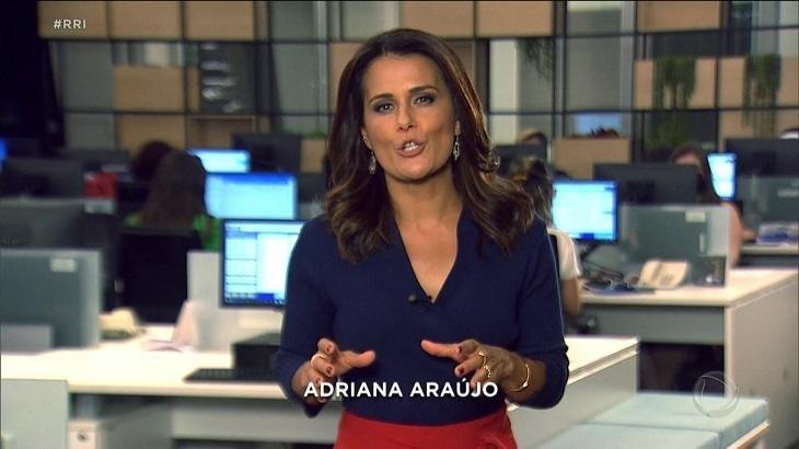 Adriana Araújo na Record gesticulando
