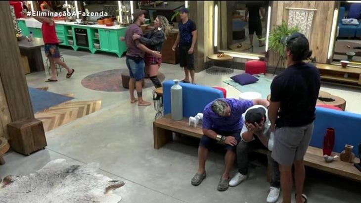 """Quem saiu de \""""A Fazenda\"""": Luane Dias é eliminada e Léo Stronda se desespera"""