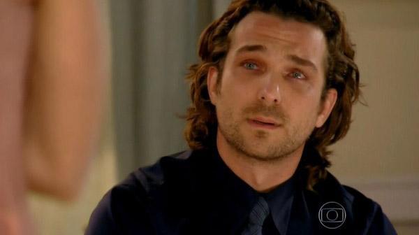 Alberto chorando em Flor do Caribe