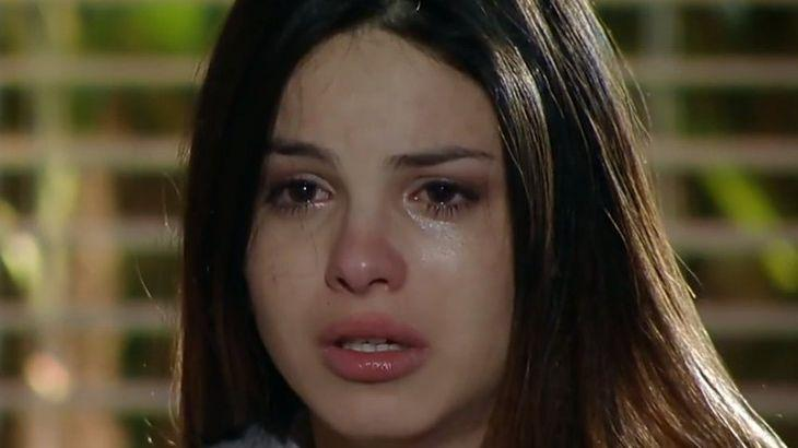 Alice chorando