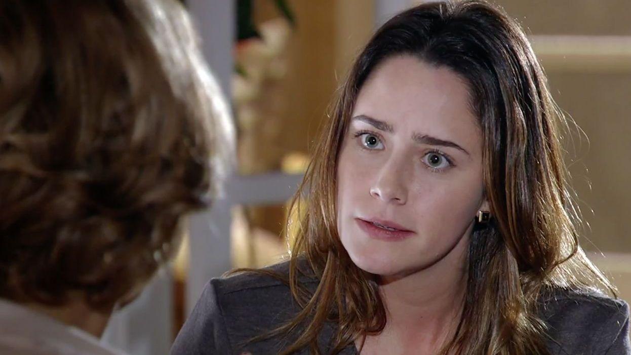 Ana olha para Eva com indignação