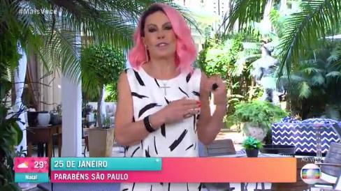 Ana maria Braga de cabelo rosa