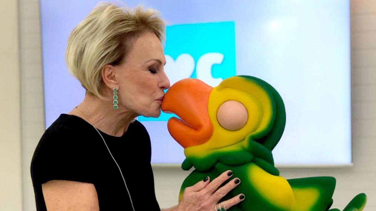 Ana Maria Braga beijando bico de Louro José