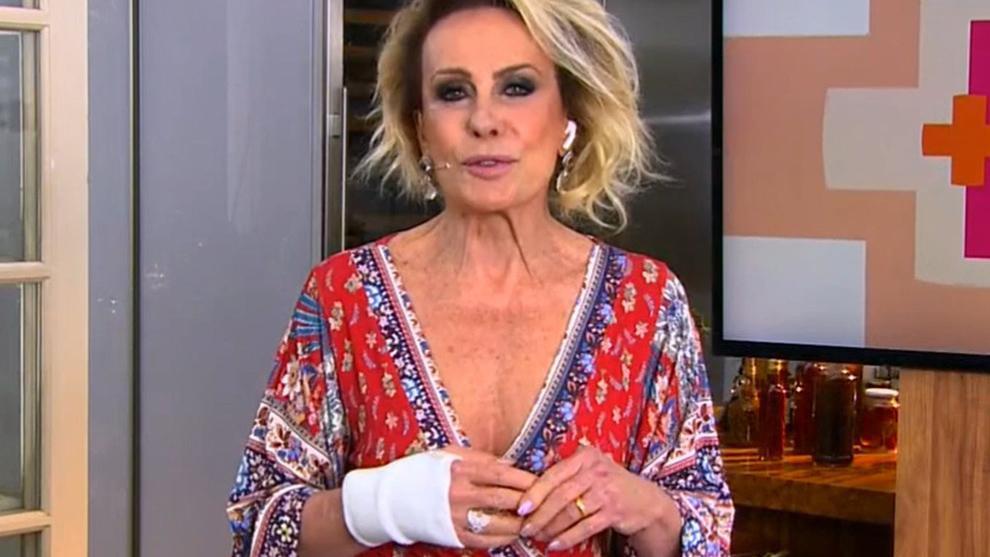 Ana Maria Braga com mão direita enfaixada na Globo