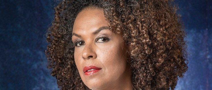 """Atriz de Haja Coração diz que racismo reverso não existe e opina sobre BBB 21: \""""Desserviço\"""""""