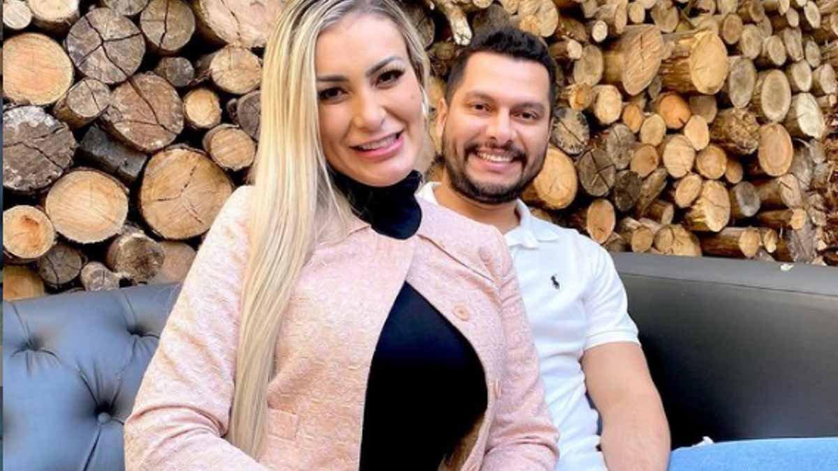 Andressa Urach ao lado do marido