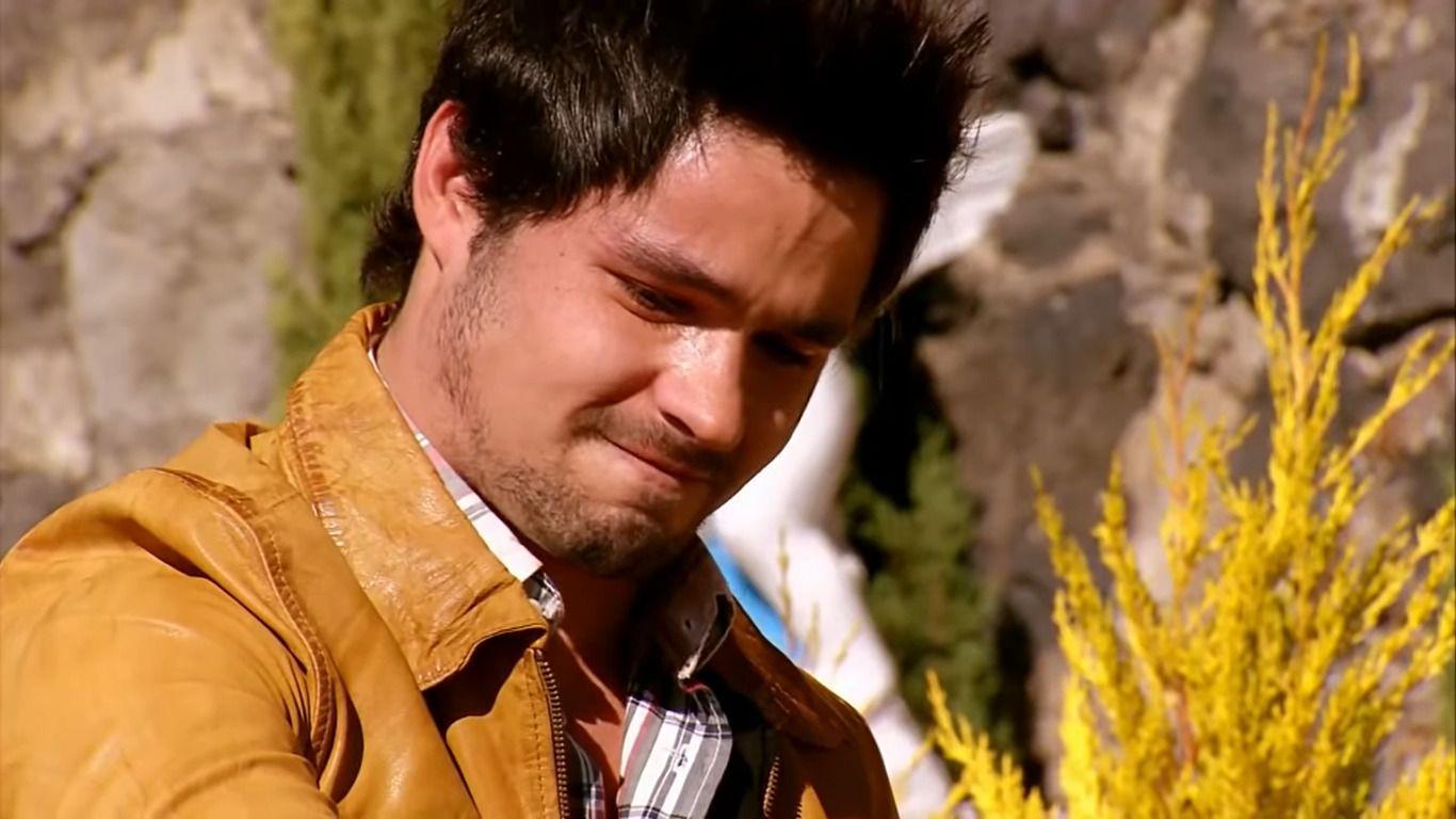 Anibal chora áo se despedir de Augusto no túmulo