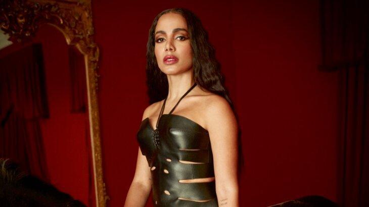 Anitta posada para foto