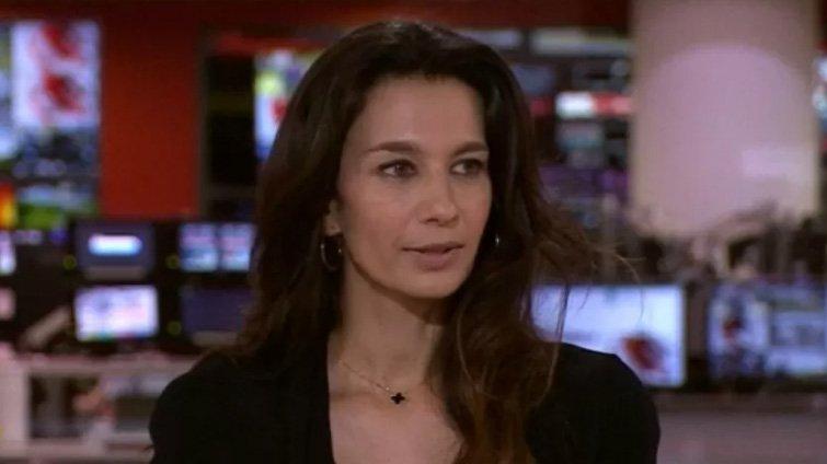 Apresentadora da BBC recebendo ligação do Talibã