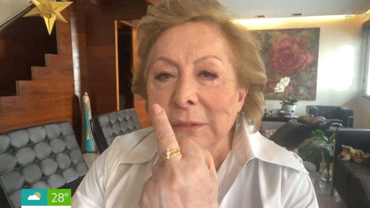 Aracy Balabanian mostra dedo do meio em entrevista ao É de Casa, na Globo