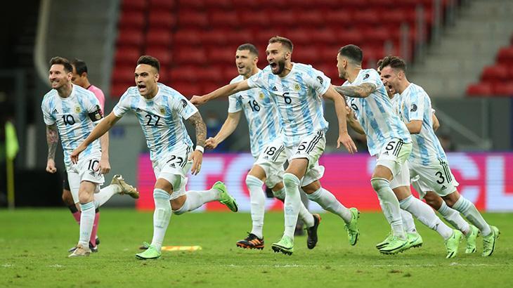 Jogadores da Argentina comemorando vitória nos pênaltis