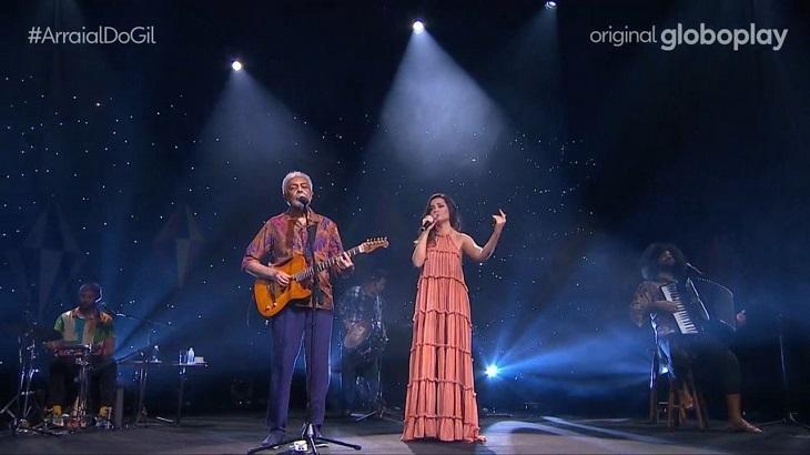 Juliette e Gilberto Gil cantando lado a lado