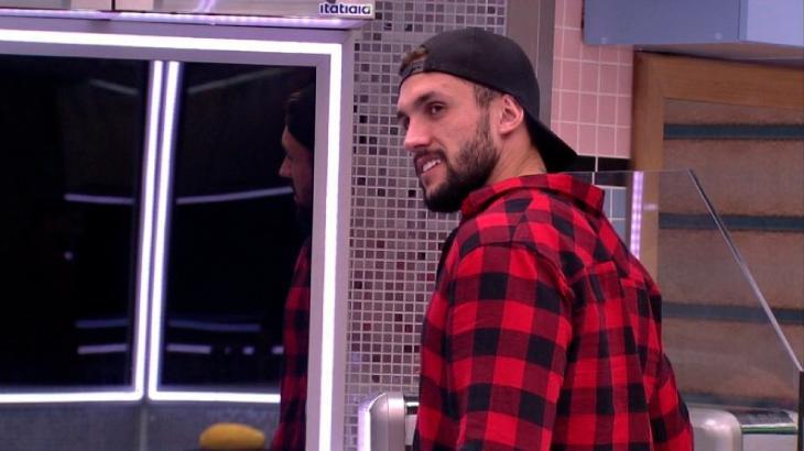 Arthur Picoli planeja cometer infração de propósito na cozinha do BBB21
