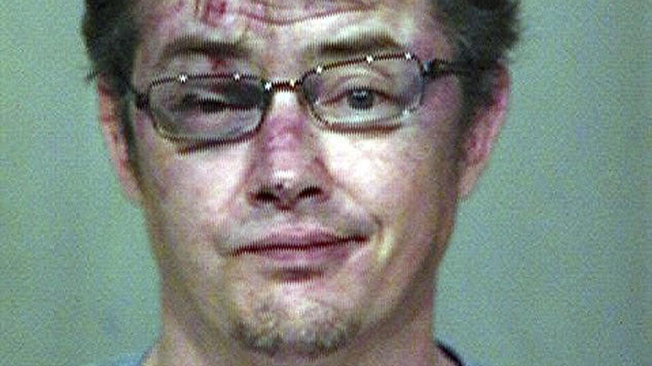Jason London machucado na polícia