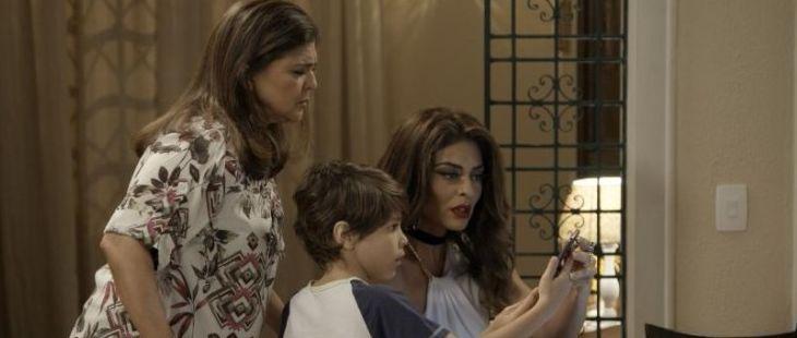 A Força do Querer: Irene complica a vida de Caio e Bibi com foto comprometedora