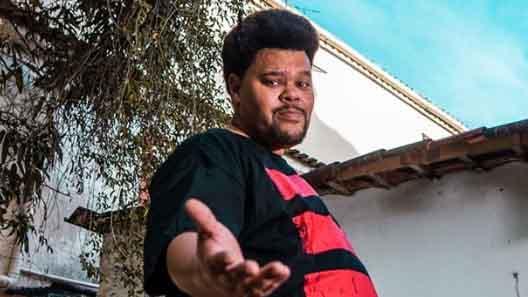 Babu SAntana com camisa do Flamengo