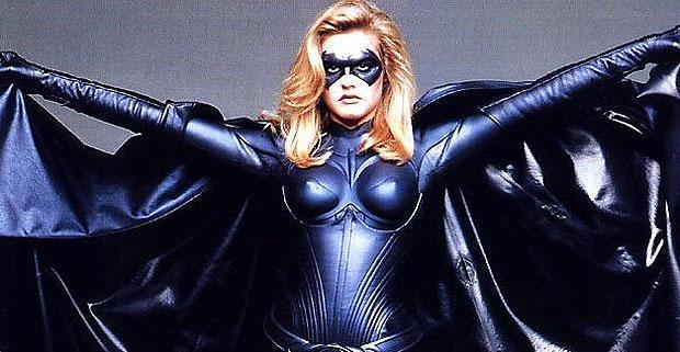Alicia Silverstone gostaria de interpretar Batgirl novamente