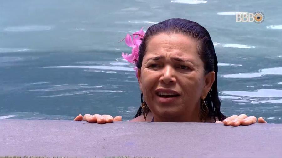 Tereza na piscina do BBB19