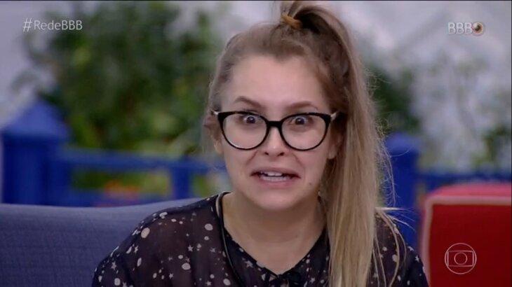 Carla Diaz assustada na sala do BBB21