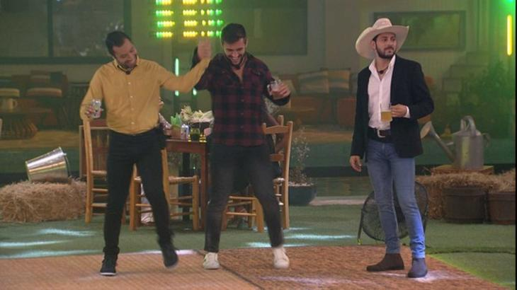 Caio, Arthur e Gilberto na pista de dança