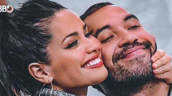 Juliette e Gilberto com os rostos colados e sorrindo no BBB21