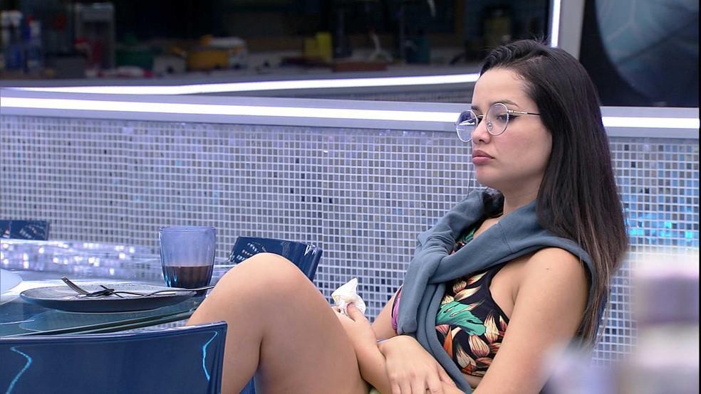 Juliette está na cozinha do VIP