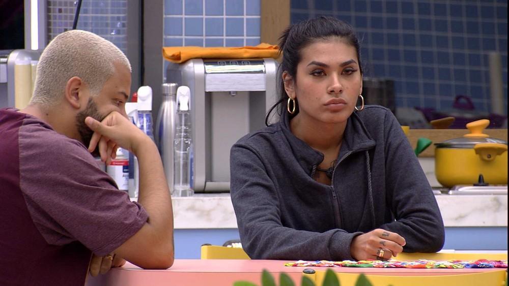 Na cozinha, Projota e Pocah conversam sobre rumos do BBB21