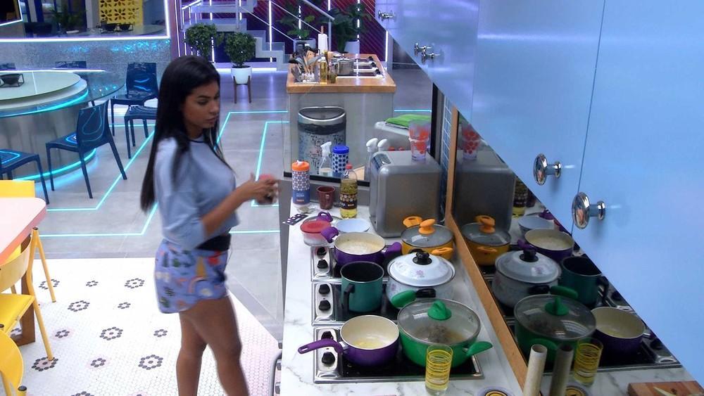 Pocah está na cozinha do BBB21