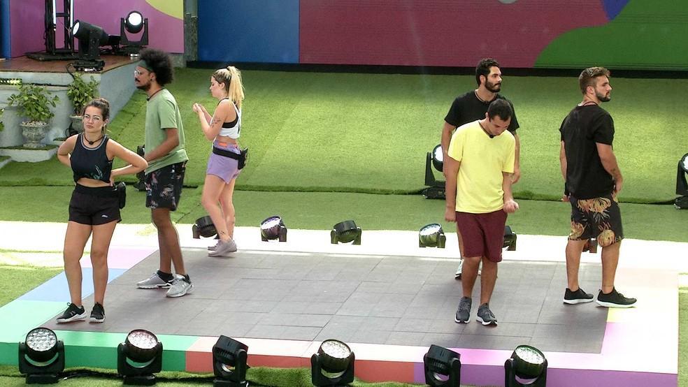 Juliette, João Luiz, Viih Tube, Rodolffo, Arthur e Gilberto dançando na prova do líder no BBB21