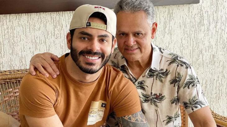 Rodolffo e seu pai, Juarez Dias, abraçados