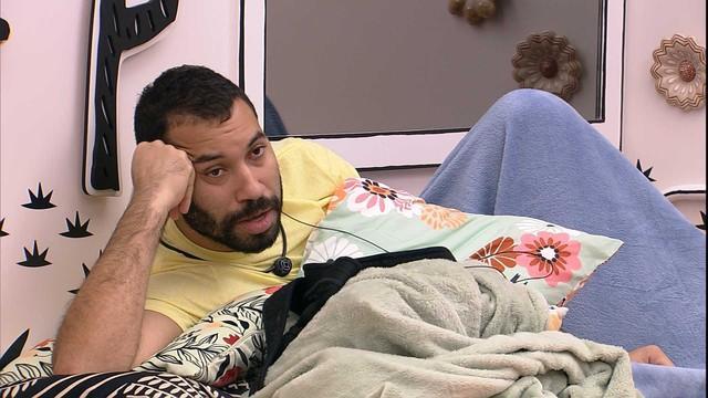 Gilberto está deitado no quarto cordel do BBB21