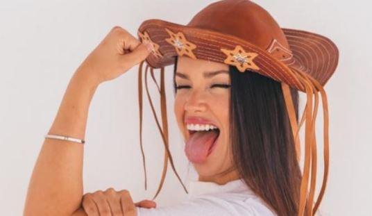 Juliette posa com chapéu em foto publicada no Instagram