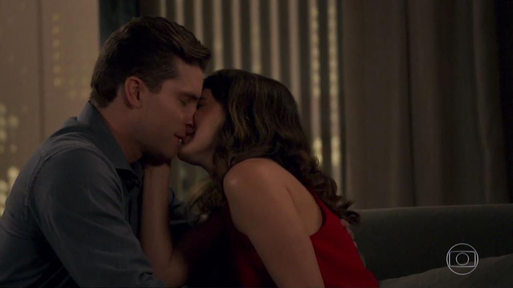 """Thiago Fragoso sobre beijo entre Clara e Patrick: \""""Até que enfim\"""""""