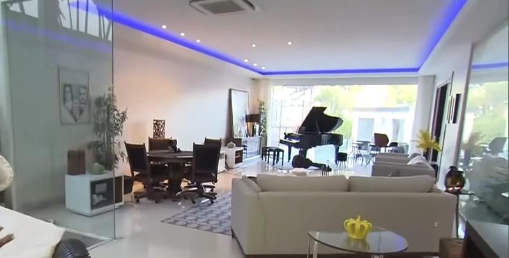 Conheça a mansão de Gracyanne Barbosa e Belo
