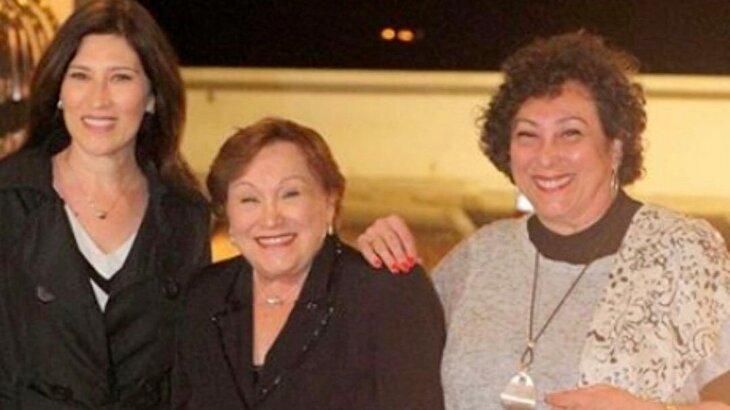 Beth Goulart, Nicette Bruno e Bárbara Bruno posadas para foto