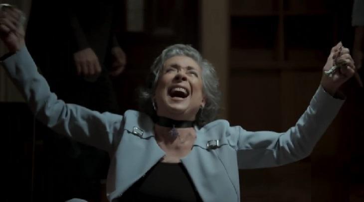 Betty Faria em cena da novela A Força do Querer, em reprise na Globo
