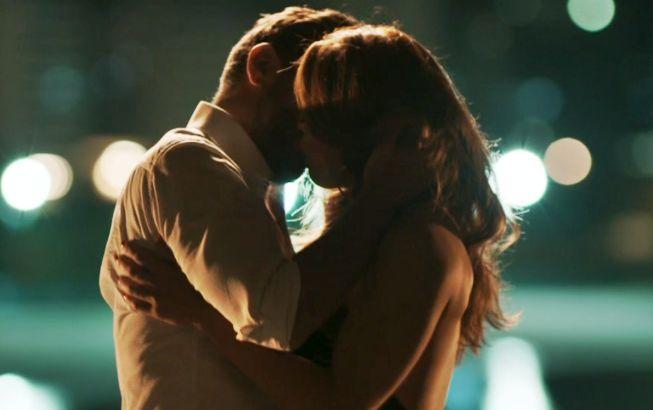 Bibi e Caio se beijando