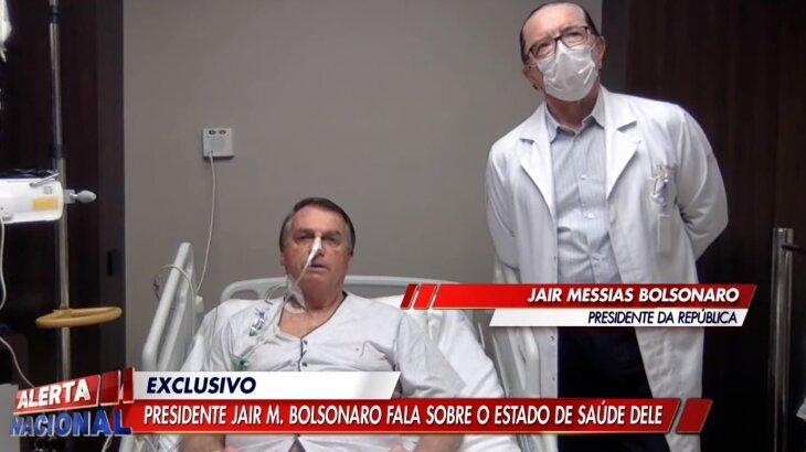 Bolsonaro em leito hospitalar, acompanhado de médico