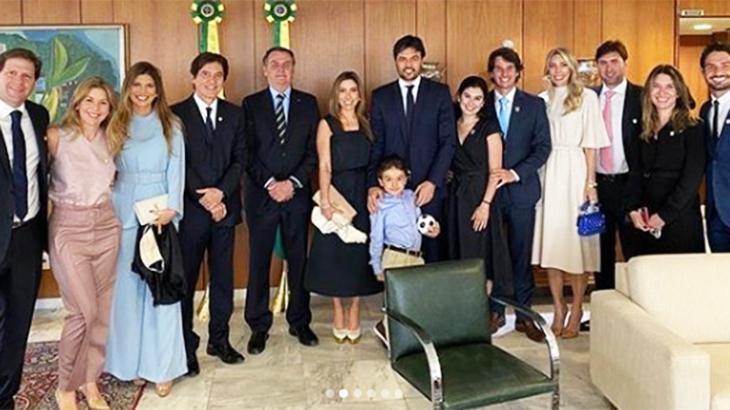 Apoio irrestrito ao governo Bolsonaro e grade flutuante atrapalham SBT