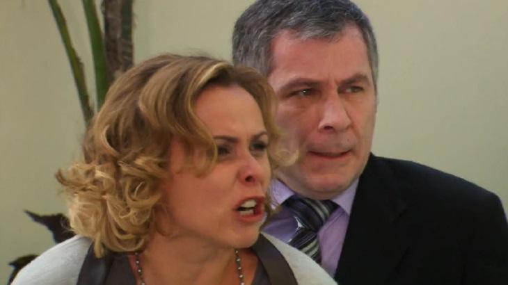 Ti Ti Ti: Marcela é desmascarada e enfrenta fúria de Bruna